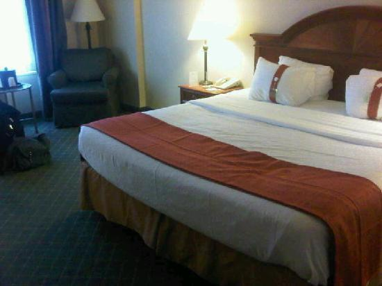 Holiday Inn Midtown / 57th St: Room 1118 - Comfy Bed