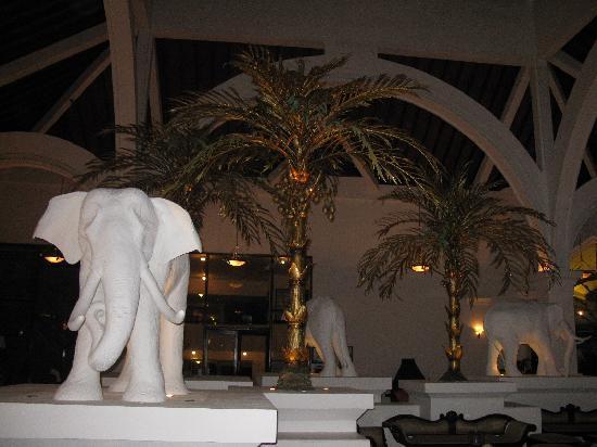 Royal Palms Beach Hotel: reception area