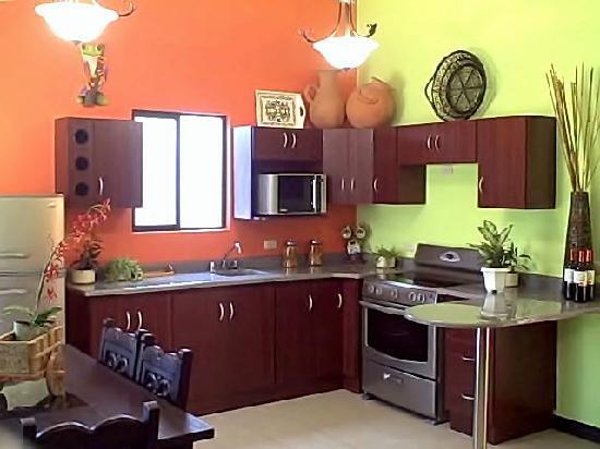 Casa Mana Aparthotel: El Sarchi Kitchen