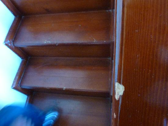 Liberty Hotels Lara : chipped staircase in bedroom