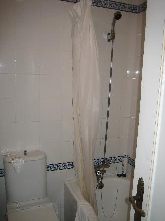Los Delfines Hotel: bañera cutre