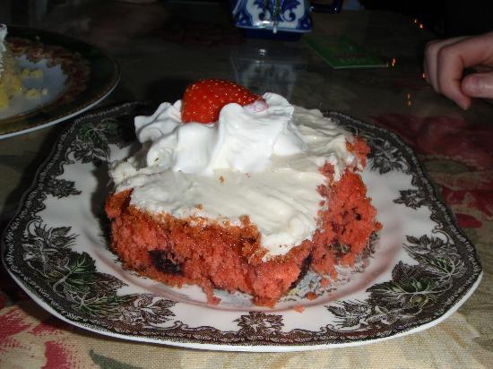 Lulu's Tea Room: Warm blackberry cake with cream cheese frosting - worth every calorie!