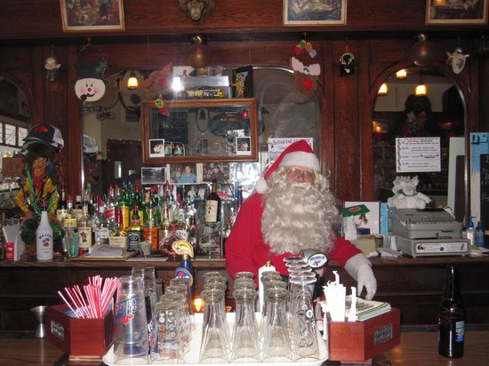 Deer Head Inn: Patrons must have been nice, because Santa made a special stop to the Deerhead