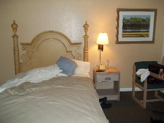 Dunes Inn & Suites: room interior