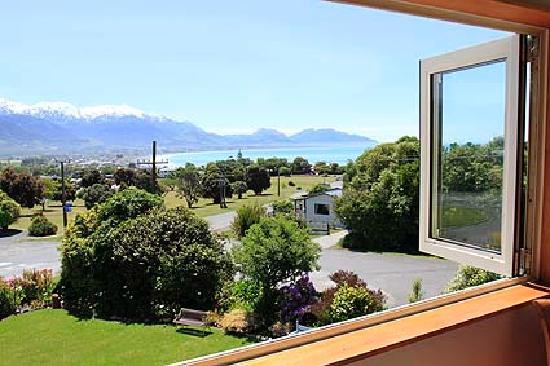 Nikau Lodge: Views over the Kaikoura Ranges and the Sea