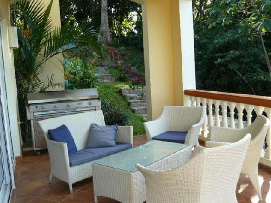 Villa Delfin Roatan: One of many patios