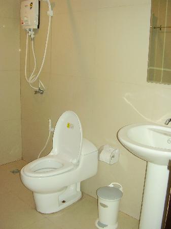 Coco Nori @ Sea Resort: clean bathrooms