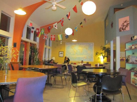 Hostelling International Austin: Common area, living/dining room