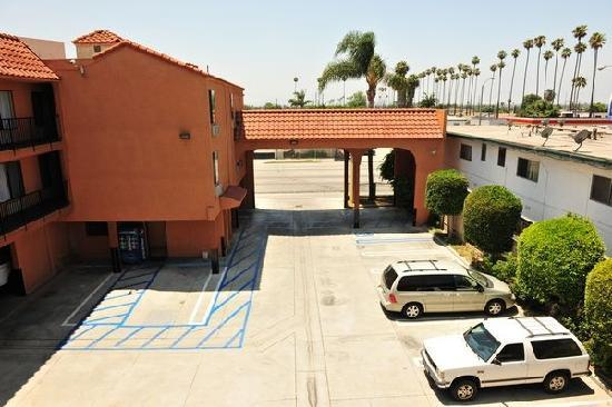 Econo Lodge Near LAX: Spacious Parking