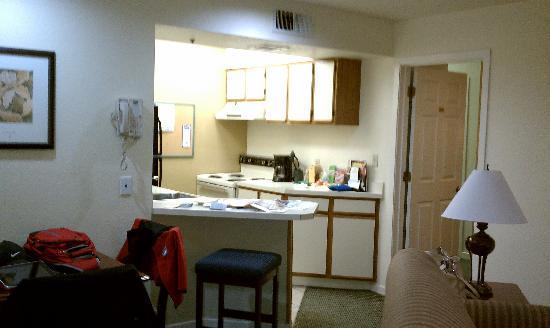 Staybridge Suites Sunnyvale: kitchen/dining area in main room