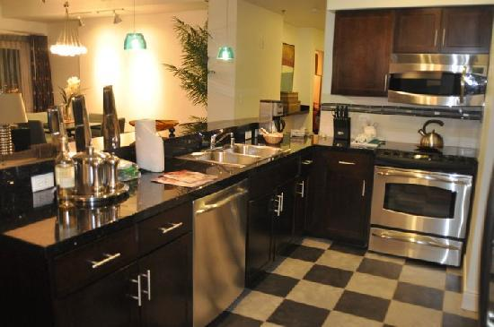 WorldMark Anaheim: kitchen