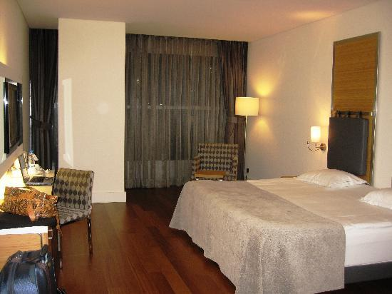 TAV Airport Hotel: the room