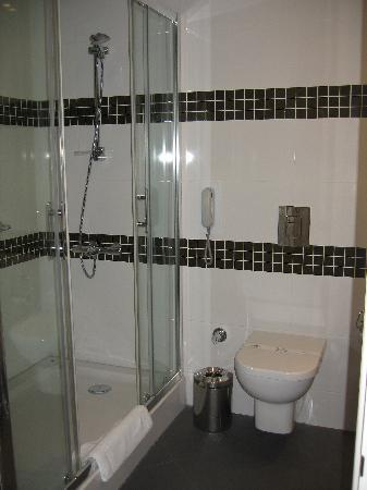 TAV Airport Hotel: bathroom