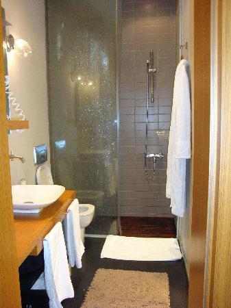 I'zaz Lofts: Second Floor Room Bathroom