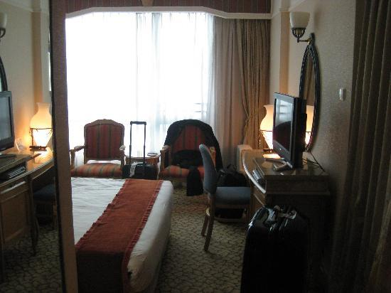 New San Diego Hotel: Spacious Room (in Hong Kong standard)