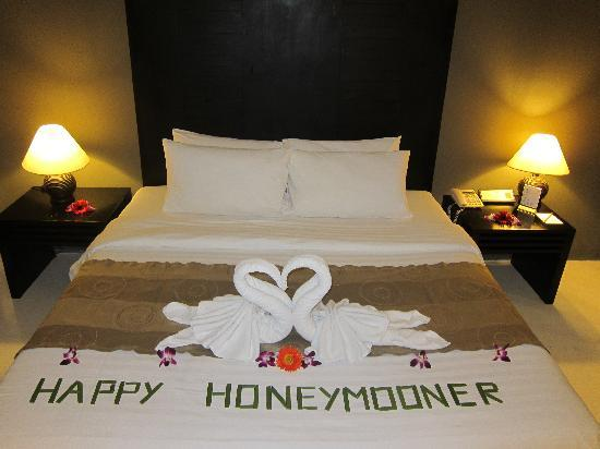 ‪سمايا بورا: Honeymooners Welcome‬