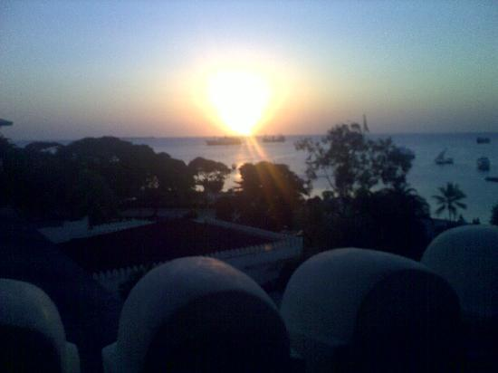 Mashariki Palace Hotel: tramonto dalla terrazza