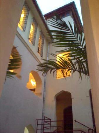Mashariki Palace Hotel: corte