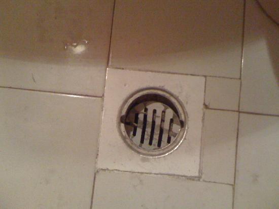 SAS Club Hotel: on the bathroom floor