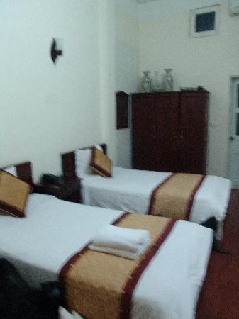 Hoan Kiem Lake Hotel: verticle view