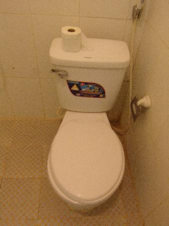 Hoan Kiem Lake Hotel: toilet