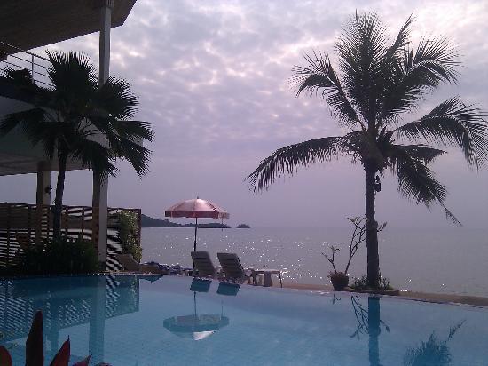Samui Island Beach Resort and Hotel: Breakfast by the beach