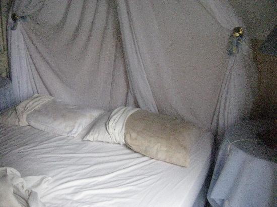 يلو وود لودج: Dirty Pillows