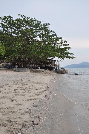 Swiss-Garden Beach Resort Damai Laut: The restaurant at the beach