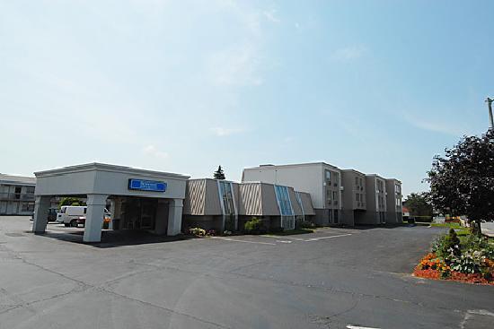 Niagara Lodge & Suites: EXTERIOR