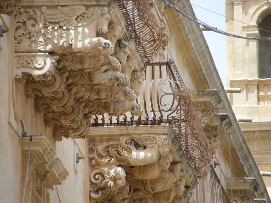 Noto, Italien: balcone