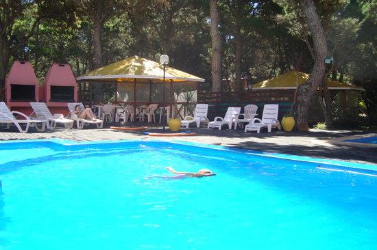 Apart Hotel Punta Verde: Pileta con agua climatizada