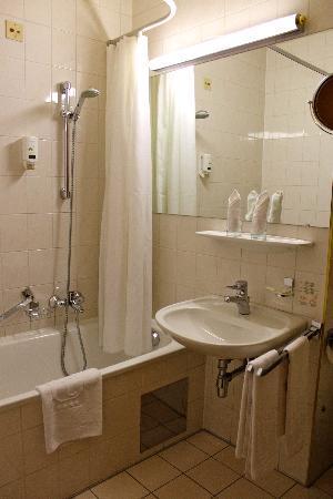 Hotel City Central: salle de bain