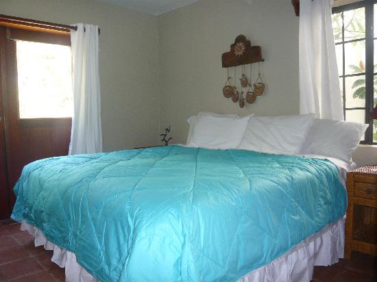 Belize Tradewinds Paradise Villas: King bed