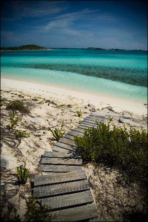 Fowl Cay Resort: bluemoon beach path
