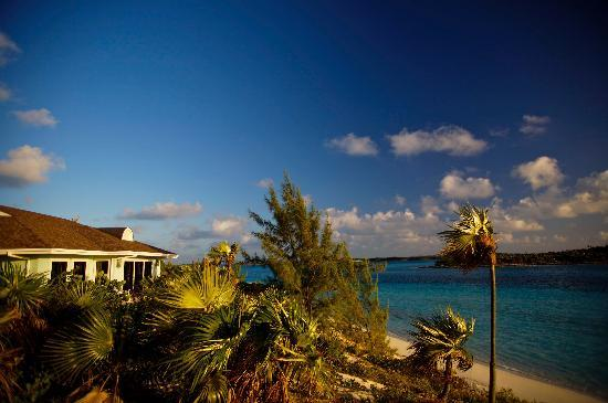 Fowl Cay Resort: Sweetwater and North Beach