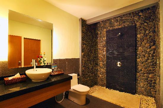 Griya Asri Hotel: Deluxe terrace bath room