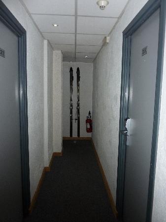 Neilson Chalet Hotel Escapade: Narrow corridors