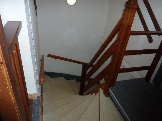 Neilson Chalet Hotel Escapade: Stairs!