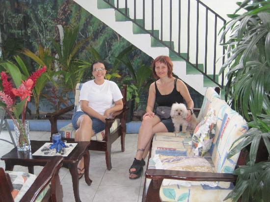 Hotel Flor Blanca: Ich und Mme. Flora im Hotel Florablanca
