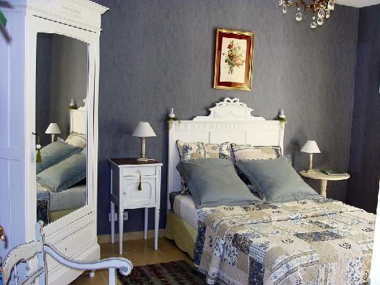 A La Maison Jaune : une chambre