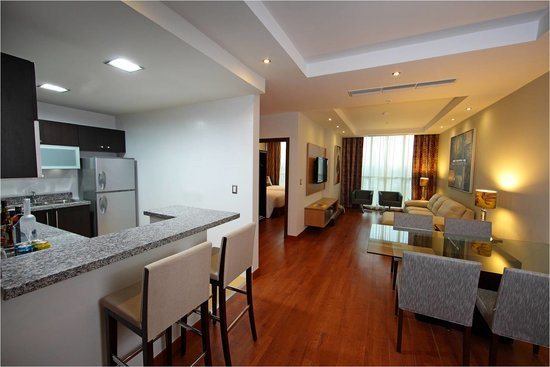 Marriott Executive Apartments Panama City, Finisterre: Premium Junior Suite - Living room