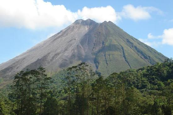 GreenLagoon Wellbeing Resort: Arenal Volcano form GreenLagoon Summit