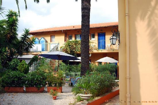 Hotel Pavillon Impérial : Courtyard