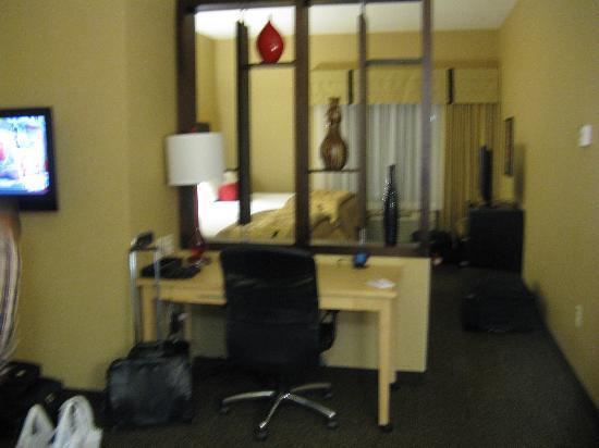 Cambria hotel & suites Denver International Airport: Cambria room