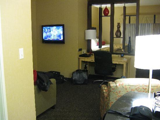 Cambria hotel & suites Denver International Airport: Room area