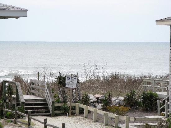 La Dolce Vita Villas: Public beach access right across the street