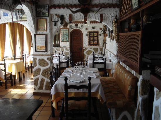 """Restaurante Las Cumbres Meson del Cordero : Vista de la """"Bodeguita"""""""