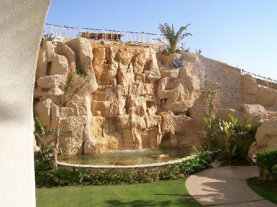 Stella Di Mare Beach Hotel & Spa: Waterfall outside room