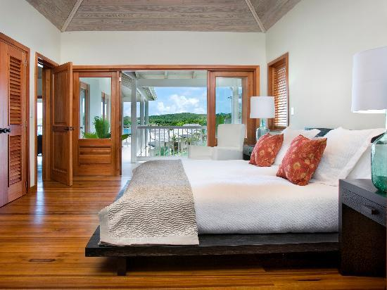 Nonsuch Bay Resort: Apartment king-size bedroom and veranda