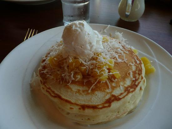 Outrigger Waikiki Beach Resort: Pineapple coconut pancakes at Hula Grill